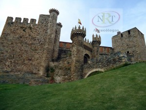 Nrt arqueólogos, entrada al castillo de Ponferrada (León)